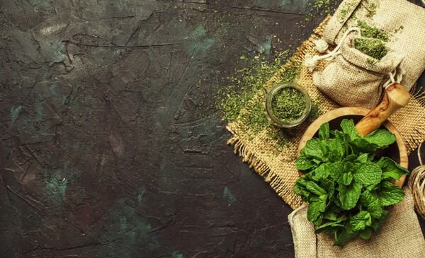 15 Flavoring Herbs You Can Smoke | dried peppermint jar mortar